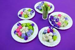 Dessert tailandesi tradizionali, variopinti del dolce di strato cotto a vapore tailandese immagine stock