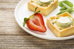 Dessert - tarts with strawberry Stock Photos