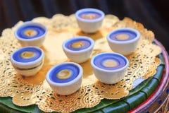 Dessert thaïlandais dans peu de tasse sur le plateau Photo libre de droits