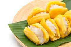 Dessert thaïlandais indigène de style, riz collant en fruit de cric photo libre de droits