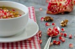 Dessert traditionnel turc Ashura, pudding du ` s de Noé dans la cuvette blanche images libres de droits