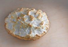 Dessert tradizionale isolato di festa della torta della meringa della noce di cocco sopra Fotografia Stock Libera da Diritti