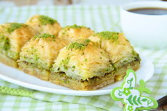 Dessert turco tradizionale - baklava con miele Fotografia Stock