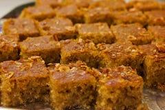 Dessert turco tradizionale Revani in sciroppo di zucchero dolce, con il NU fotografia stock libera da diritti