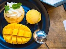 Dessert van barracudamango die wordt gemaakt Stock Afbeelding