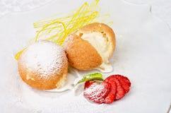 Dessert van roomijs bij koekje Royalty-vrije Stock Afbeeldingen