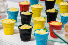 Dessert variopinti in contenitori Fotografia Stock