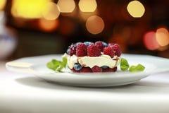 Dessert Verse frambozen met mascarponekaas en bessen Stock Foto