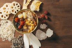 Dessert vietnamien assorti : Lotus paye, le champignon de gelée blanc, image stock