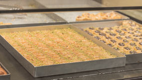 Dessertbaklava met conceptenachtergrond stock fotografie