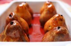 Dessertbirnen in der Rotweinglasur Lizenzfreies Stockbild