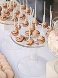 Dessertlijst voor een huwelijkspartij Stock Afbeeldingen