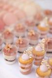 Dessertlijst voor een huwelijkspartij Royalty-vrije Stock Foto's