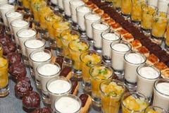 Desserts in cocktailglazen Stock Fotografie