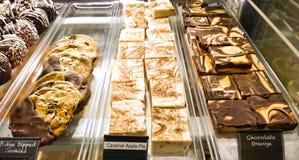 Desserts in een geval royalty-vrije stock foto's
