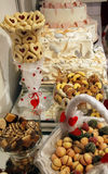 Desserts et pâtisserie servis sur une noce Image stock
