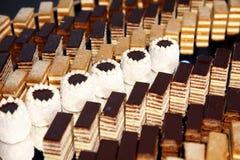 Desserts et pâtisserie servis sur une noce Photo libre de droits