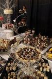 Desserts et pâtisserie servis sur une noce Images stock