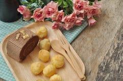 Desserts faits maison sur une table pendant le matin photo libre de droits