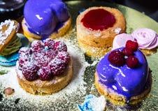 Desserts frais avec des baies Photographie stock libre de droits