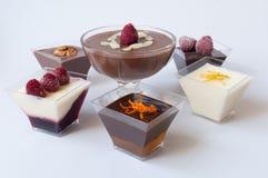 Desserts in glazen stock foto