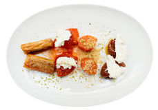 Desserts op plaat, op wit wordt geïsoleerd dat royalty-vrije stock foto's