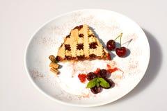 Desserts - tarte avec le bourrage de griotte Image libre de droits