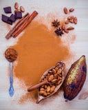 Dessertsachtergrond en menuontwerp Bruin chocoladepoeder in s Stock Afbeelding