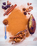 Dessertsachtergrond en menuontwerp Bruin chocoladepoeder in s Royalty-vrije Stock Afbeelding