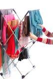 Dessiccateur de vêtements et main de femme d'isolement sur le blanc photo libre de droits