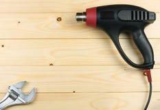 dessiccateur industriel sur le fond en bois clair avec l'espace de copie Vue supérieure texture d'outils Usine le fond images libres de droits