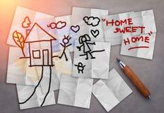 Dessin à la maison doux à la maison de maison avec la note de papier Photos stock