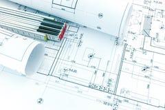 Dessin architectural avec les modèles et la règle de pliage roulés o photos stock