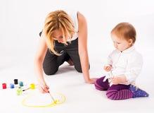 Dessin assez jeune de mère et de fille Images stock