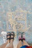 Dessin avec le sable D'en haut pattes Image libre de droits