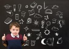 Dessin d'écolier et d'éducation sur le tableau noir pour l'école images stock