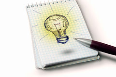 Dessin d'ampoule sur le papier Photo libre de droits