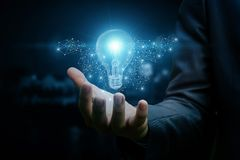 Dessin d'un homme d'affaires disponible d'ampoule images stock