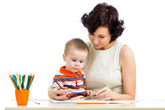 Garçon d'enfant et crayon de mère Photo libre de droits