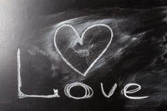 Dessin de coeur d'amour sur un tableau d'école Images libres de droits