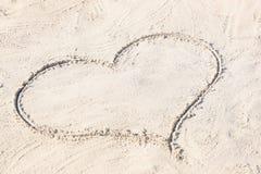 Dessin de coeur sur le sable Images libres de droits