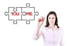 Dessin de femme d'affaires vous et moi concept d'amour de puzzle sur l'écran virtuel Image libre de droits