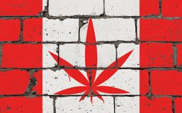 Dessin de jet d'art de rue de graffiti sur le pochoir Feuille de cannabis sur le mur de briques avec le drapeau Canada illustration stock