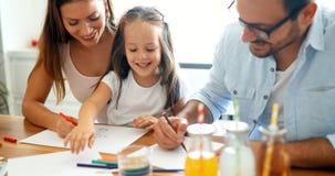 Dessin de mère et de père ainsi que leur enfant Photos stock