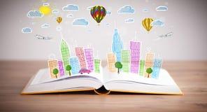 Dessin de paysage urbain sur le livre ouvert photo stock