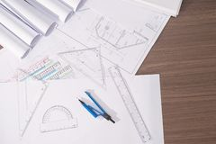 Dessin de projet de plan architectural avec des petits pains de modèles Photos libres de droits