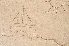 Dessin de yacht en sable Photographie stock libre de droits