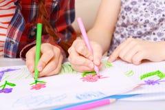 Dessin des enfants faits avec des marqueurs Images libres de droits
