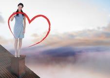 Dessin et femme d'affaires de coeur se tenant sur le toit avec la cheminée et le ciel coloré Image libre de droits