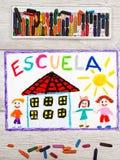Dessin : Mot espagnol ÉCOLE, bâtiment scolaire et enfants heureux Photographie stock libre de droits